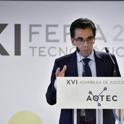El director general de Telecomunicaciones de Andalucía, Manuel Ortigosa, clausura la feria AOTEC en su edición de 2017.