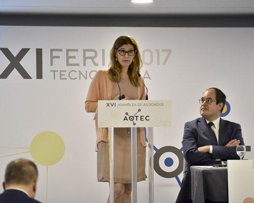 Las novedades de la normativa, contadas por la subdirectora de Regulación de Comunicaciones Electrónicas de la CNMC, Virginia Rodríguez,durante las jornadas técnicas de apertura de la feria AOTEC 2017.