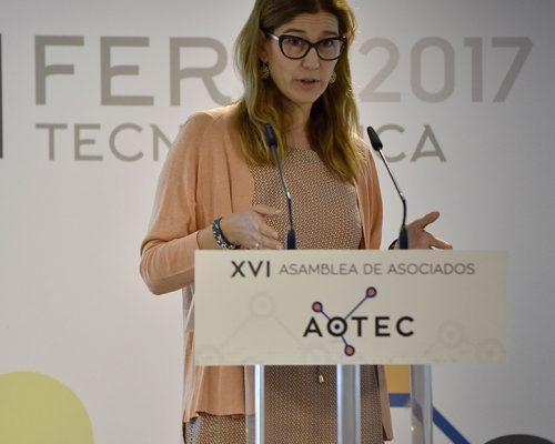 La subdirectora de Regulación de Comunicaciones Electrónicas de la CNMC, Virginia Rodríguez, hizo un repaso de las novedades en la normativa durante las jornadas técnicas de apertura de la feria AOTEC 2017.