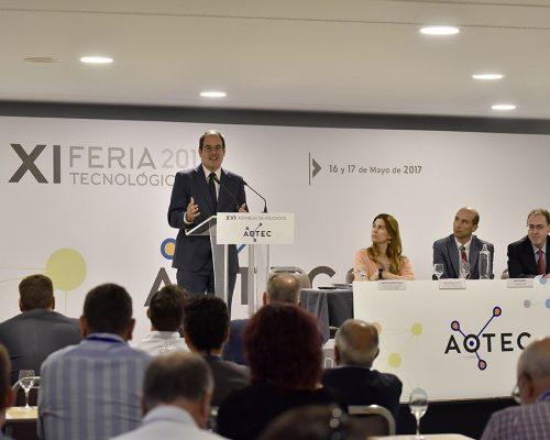 El subdirector de la Sociedad de la Información de la Dirección de Competencia de la CNMC, Jordi Fornells, en las jornadas técnicas que abrieron la feria AOTEC 2017.