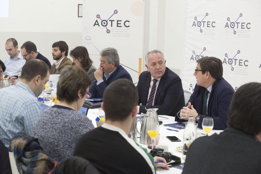 El coordinador del estudio, vicerrector de Planificación Económica y Estratégica de la UPCT, Antonio Duréndez, durante la presentación del informe.